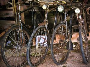 Cyklarna på bilden är oskyldiga och har inget med texten på sidan att göra.